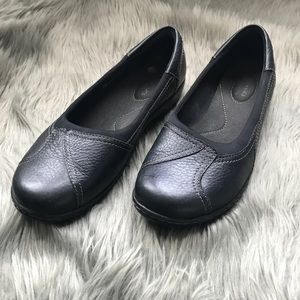 Women's Black stitching Clarks loafers
